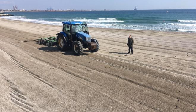 Foto: Pregătiri pentru sezon! Cum au ieşit plajele din iarna cea grea