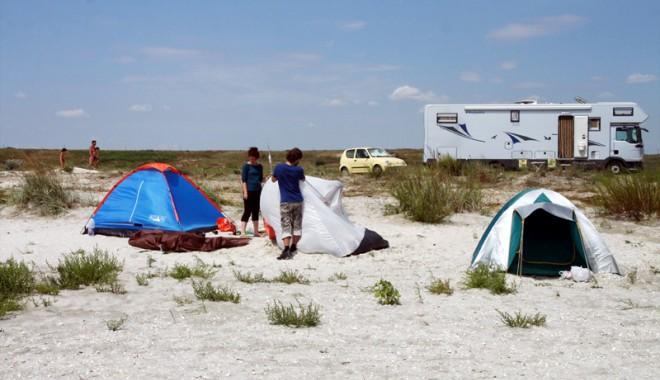 Foto: Sălbăticie pe plajele neînchiriate de pe litoral