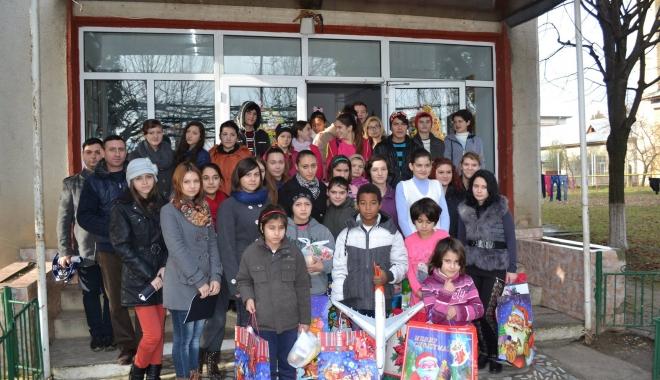 Foto: Copiii din centrele de plasament vor fi sprijiniţi în carieră