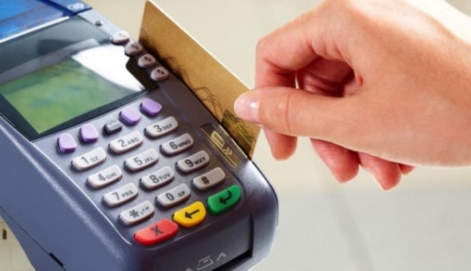 Foto: Cerere controversată a ANAF. Vrea să afle toate datele celor care fac cumpărături cu cardul