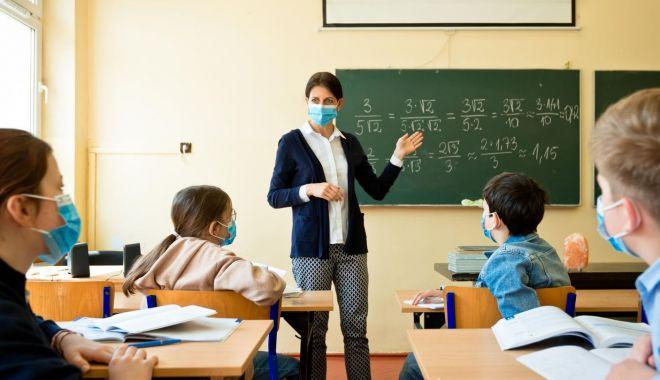 Veste bună pentru profesori! Când primesc banii pentru orele remediale - plataprofesorilor-1619360723.jpg