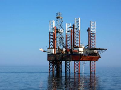 Guvernul a aprobat concesionarea a două perimetre petroliere la Marea Neagră - platformaforajmaritim-1319039830.jpg