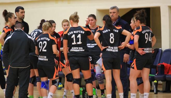 Foto: Handbal feminin: Mâine, începe play-out-ul Ligii Naţionale de handbal feminin