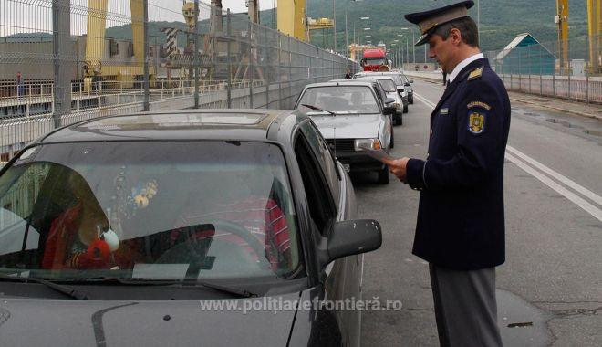 Foto: Plecările românilor în străinătate au crescut cu peste 5 procente