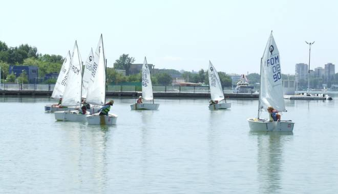 Foto: Pledoarie pentru yachting! Velierii, spectacol pe Siutghiol şi Herăstrău