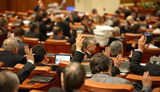 Foto: Şedinţă solemnă pentru Centenar la Parlament. Participă preşedintele Iohannis, premierul Dăncilă, principesa Margareta