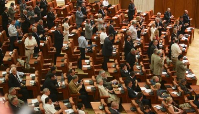 Foto: Legea salarizării, adoptată în plenul Camerei Deputaţilor