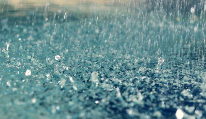 Foto: Avertizările meteo de ploi torenţiale şi vijelii au fost prelungite