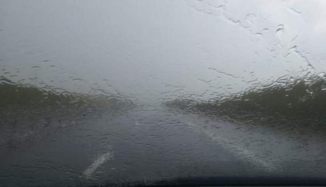 Foto: Şoferi, atenţie! Trafic îngreunat pe A2 Bucureşti - Constanţa, din cauza ploii torenţiale