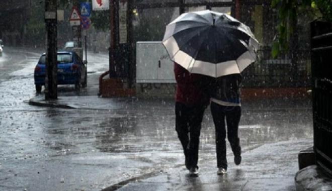 Foto: Ploi şi frig, duminică, la Constanţa
