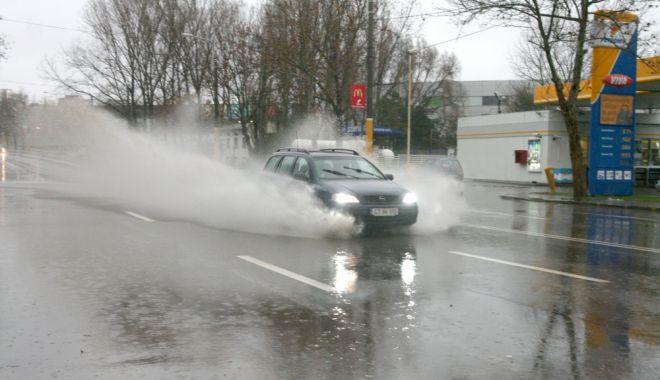Foto: COD GALBEN de ploi torenţiale, la Constanţa