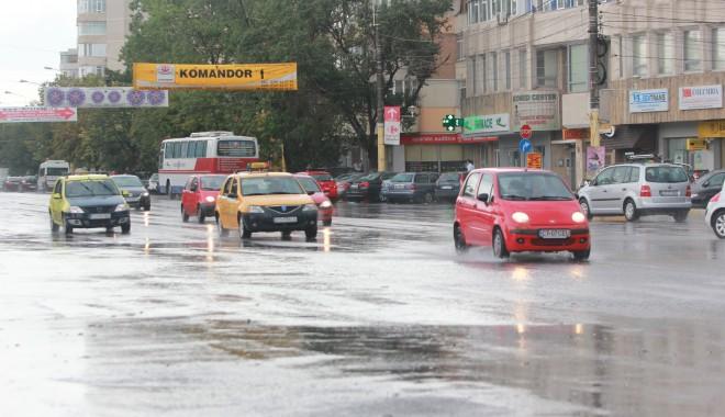 Vremea rea continuă! CONSTANȚA, din nou SUB COD GALBEN de VIJELII, PLOI TORENȚIALE și DESCĂRCĂRI ELECTRICE - ploaiebaltiinundatii25-1375283243.jpg
