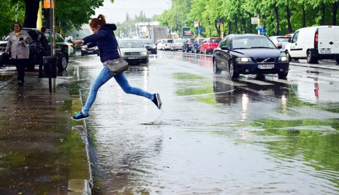 Foto: Week-end cu ploi  şi furtuni, la Constanţa