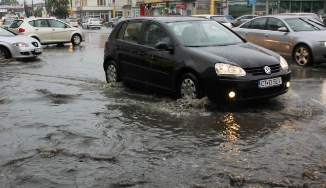 SFATURI cum să circulați cu MAȘINA pe ploaie! - ploaietorentialabaltoci14-1380453861.jpg