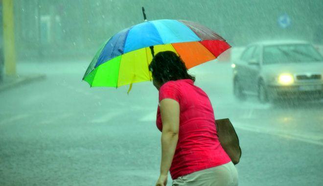 Foto: Cod galben de ploi torenţiale şi astăzi, la Constanţa