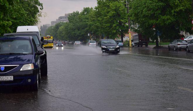 Ploi abundente și vânt puternic, la Constanța. Unde puteţi suna dacă aveţi probleme - ploi-1623752255.jpg