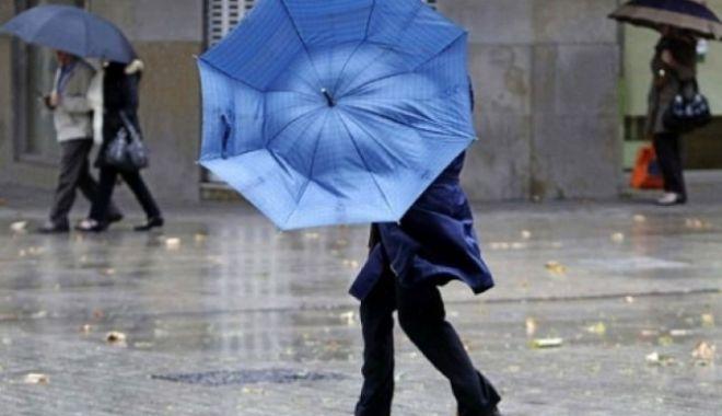Foto: JUMĂTATE DE ŢARĂ, SUB AVERTIZARE METEO COD GALBEN DE PLOI. De duminică, vremea se înrăutăţeşte şi mai tare