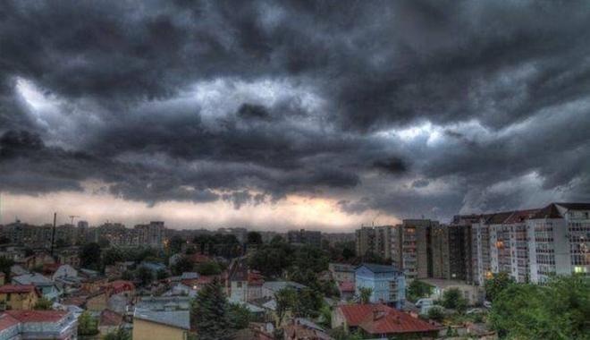 Foto: INFORMARE METEOROLOGICĂ de CANICULĂ şi FURTUNI PUTERNICE