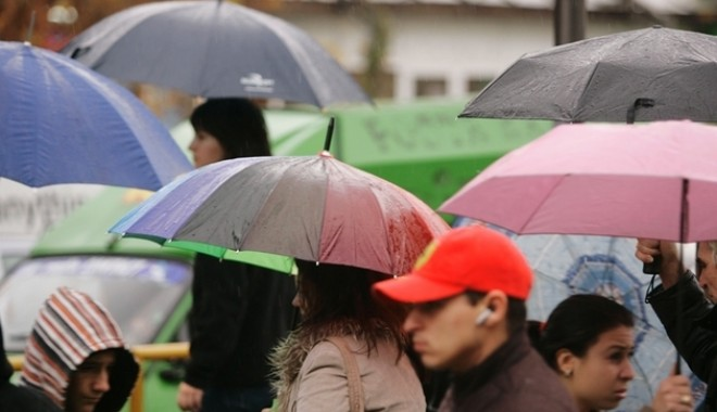 Foto: Pregătiţi-vă umbrelele! Iată cum va fi VREMEA săptămâna aceasta, la Constanţa!