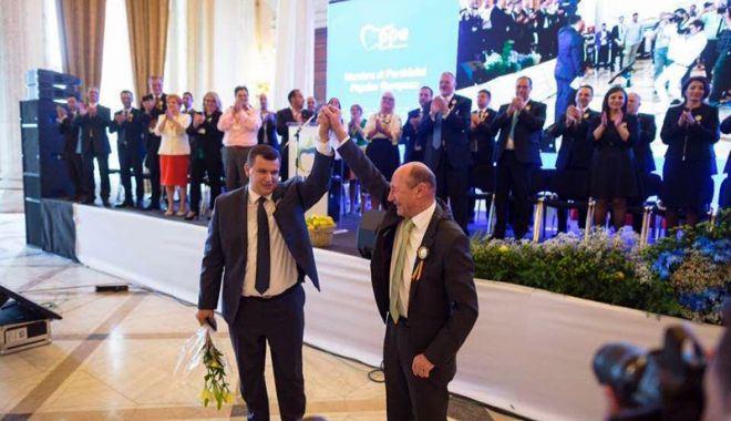 Foto: Traian Băsescu a predat ștafeta PMP. Eugen Tomac, noul președinte