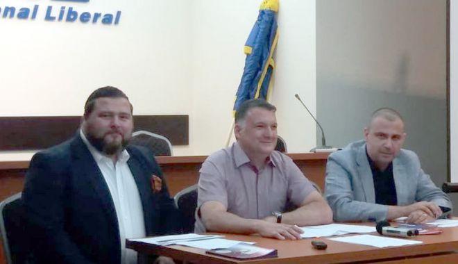 Foto: Cine a pus gând rău banilor românilor. Lăsaţi în pace Pilonul II de pensii!