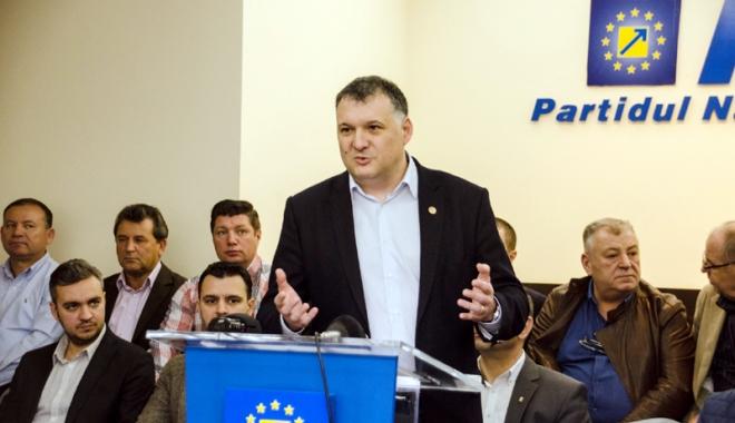 """Foto: Cine a intrat oficial în competiţia PNL din Constanţa. """"Partidul trebuie reformat şi redat membrilor săi"""""""