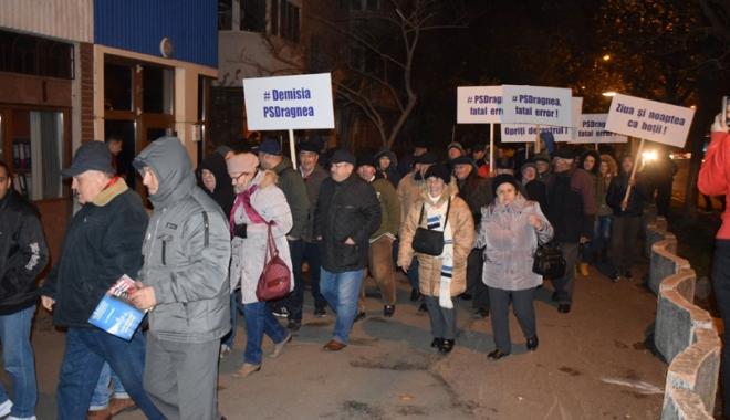 """Foto: """"Cu cât ies mai mulţi români în stradă, cu atât cresc şansele ca Guvernul PSD să pice"""""""