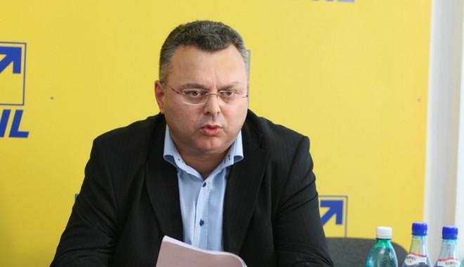 """Foto: """"PNL nu va asista impasibil la distrugerea totală a învăţământului românesc"""""""