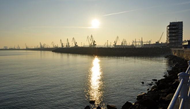 Foto: Accesul pe la poarta 1 a portului Constanţa, interzis până pe 14 noiembrie