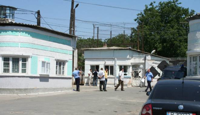 Foto: Bătaie între deţinuţi la Penitenciarul Poarta Albă. Doi bărbaţi au ajuns la spital