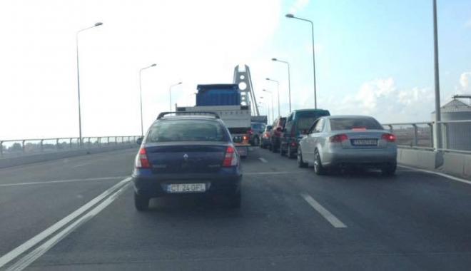 A ÎNCEPUT HAOSUL! Șoferii pierd zeci de minute pe podul cel nou de la Agigea - pod-1473667672.jpg