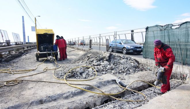 Foto: Lucrări pe podul de la Butelii. Au fost scoase şinele de tramvai!