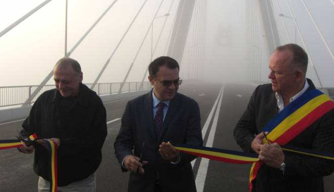 Foto: Galerie foto. A fost deschis noul pod de la Agigea. Cum se circul� spre sudul litoralului
