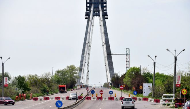 Foto: Podul de la Agigea, închis trei nopți. Ce rută au la dispoziție șoferii