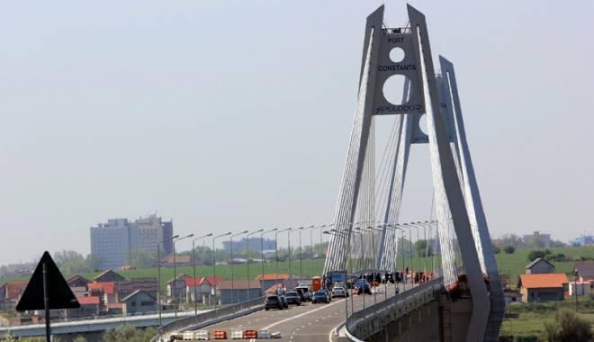 Foto: Noul pod de la Agigea  a intrat iarăşi în lucrări.  Când va fi dat în folosinţă