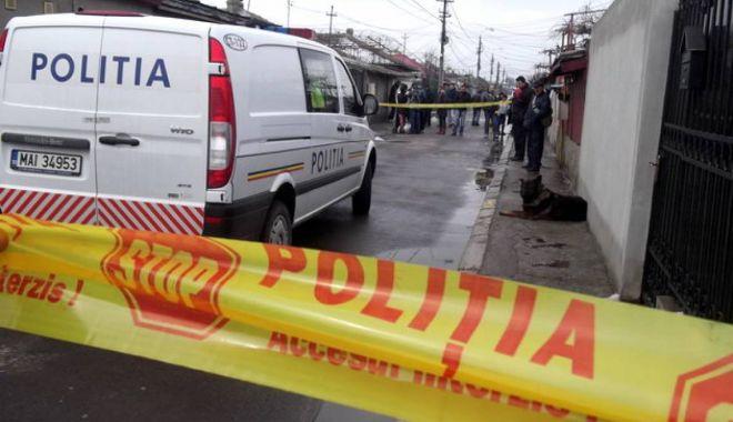 Foto: Bărbat găsit decedat. O bucată de beton, dintr-un podeț, a căzut peste el