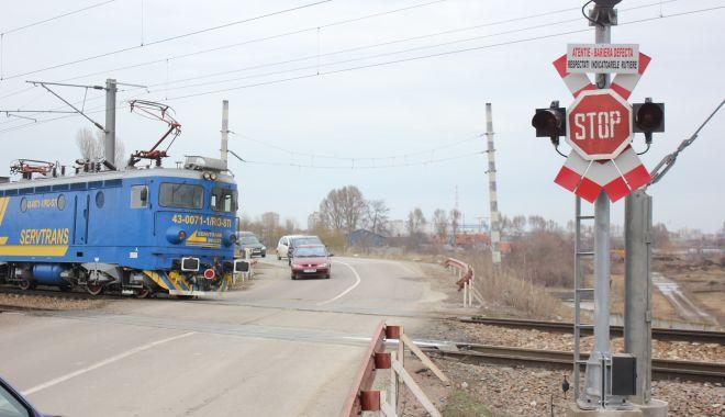 Sute de permise auto reținute la trecerile peste calea ferată - policecfr-1602265136.jpg