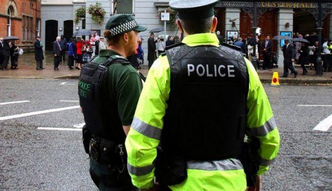 Foto: Anchetă a Poliţiei din Irlanda, după ce mai mulţi români au fost atacaţi brutal, în casă, cu bâta