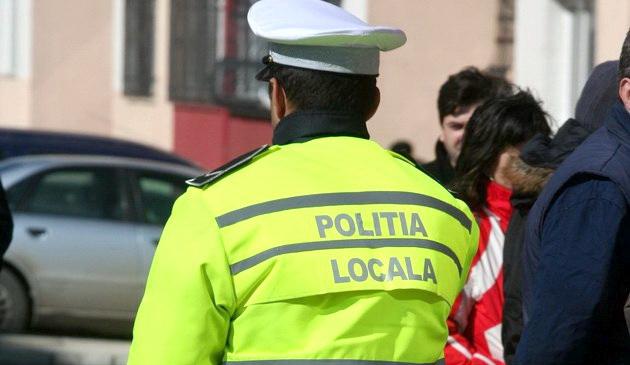 Foto: Şef al poliţiei locale, din Constanţa, alături de un agent, BĂTUŢI ÎN PLINĂ STRADĂ!