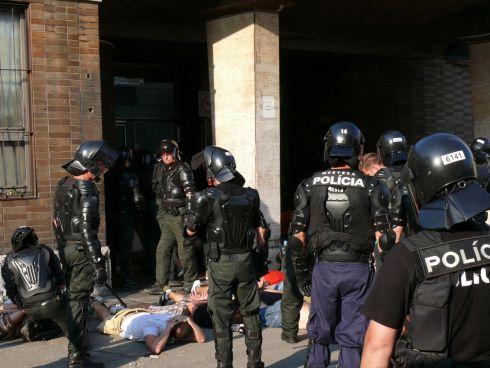 Poliția slovacă a reținut 78 de imigranți ilegali în două camioane, îmbarcați probabil în România - politi-1510678361.jpg