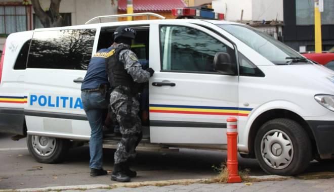 Foto: Poliţişti de la BCCO Constanţa, trimişi după gratii