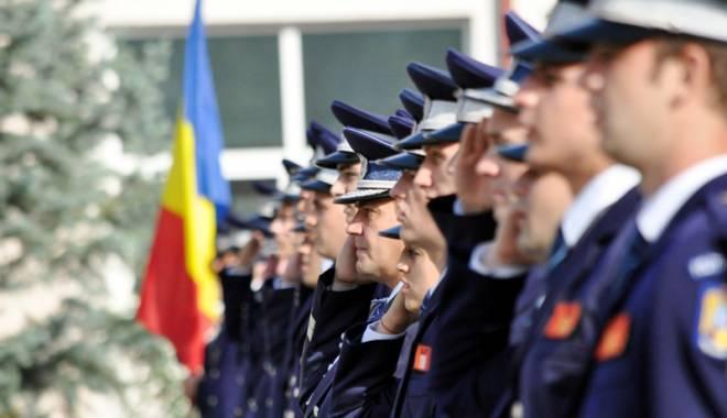 """Foto: """"Pile şi cumetrii! Vreţi să distrugeţi Poliţia Română?"""""""