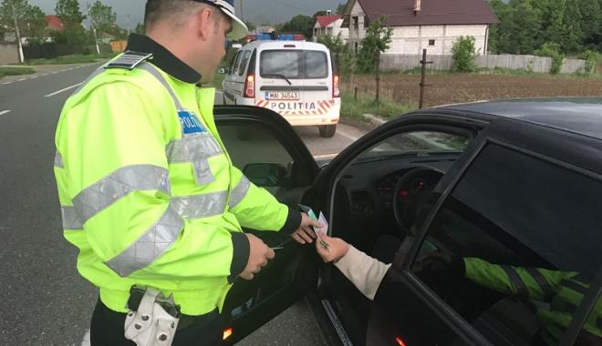 """Foto: Poliţia Română şi RAR, acţiune pentru depistarea """"bombelor"""" pe patru roţi"""