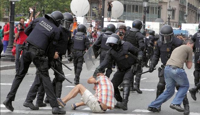 Foto: Parchetul din Catalonia ordonă poliţiei să împiedice organizarea referendumului separatist