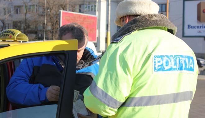 Foto: Poliţiştii rutieri la datorie pentru siguranţa şoferilor