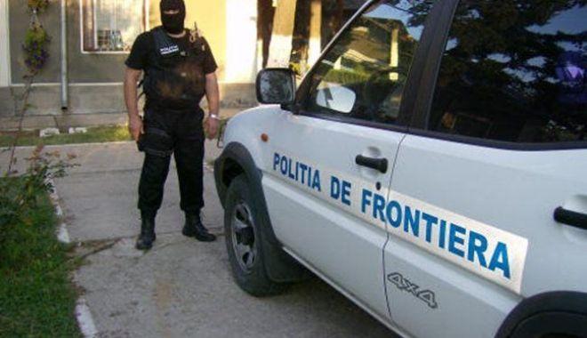 Foto: Sute de parfumuri și alte bunuri, contrafăcute, descoperite la Constanța