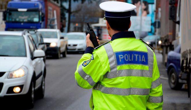 """Foto: """"Şoferiţă"""" fără permis, prinsă de poliţişti în traficul constănţean"""