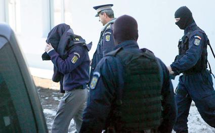 Foto: Cum ajutau poliţiştii infractorii din portul Constanţa?