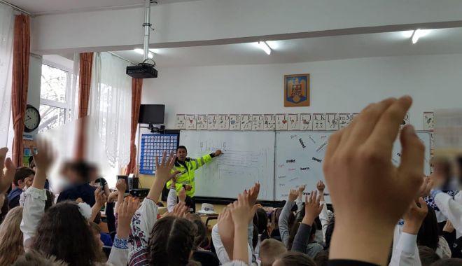 Foto: Polițiștii locali, vizită la Școala Nr. 37. Care este motivul