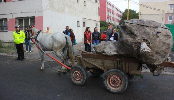 """Foto: Continuă imobilizarea căruţelor, la Constanţa. """"Echipajele noastre vor interveni de urgenţă"""""""